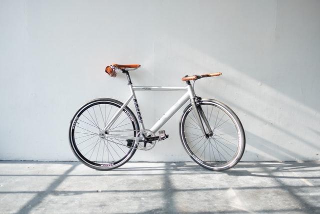 Veilig fietsen: e-bikes en senioren